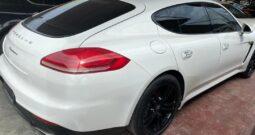 White Porsche, Panamera4