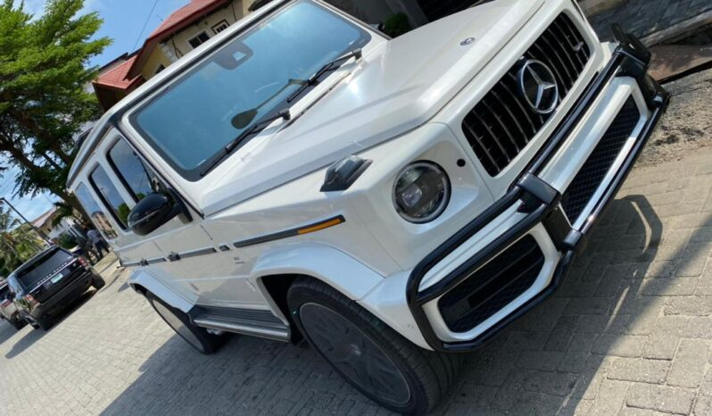 White Mercedes-Benz G63 full