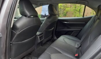 Toyota Camry SE FWD full